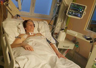 Urszula na łóżku szpitalnym