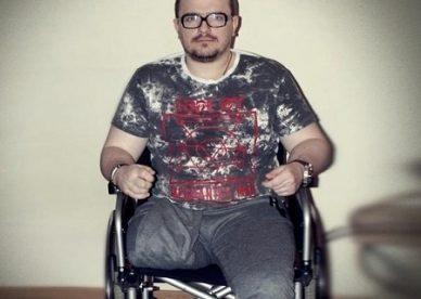 Stracił nogę, ale chce normalnie żyć. Pomóż Tomkowi kupić protezę!